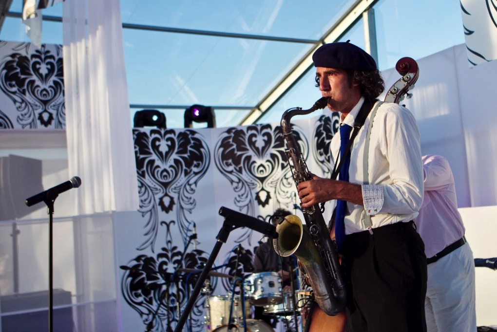 wedding entertainment with saxaphone