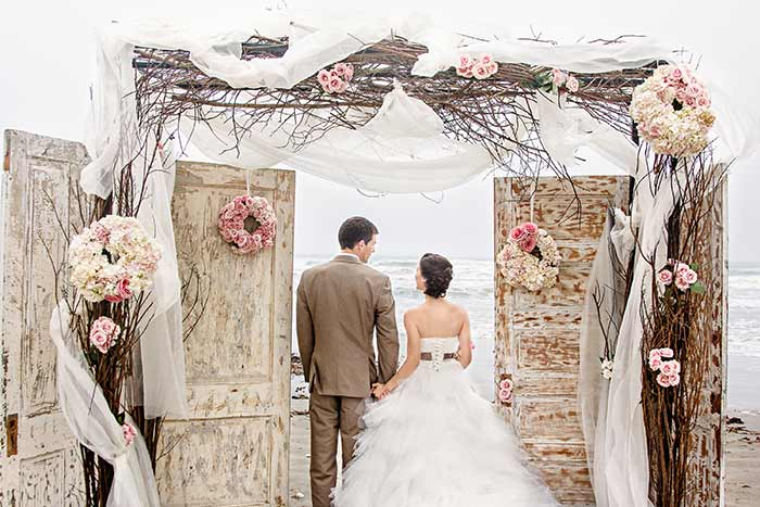 20 beautiful wedding arbours and arches