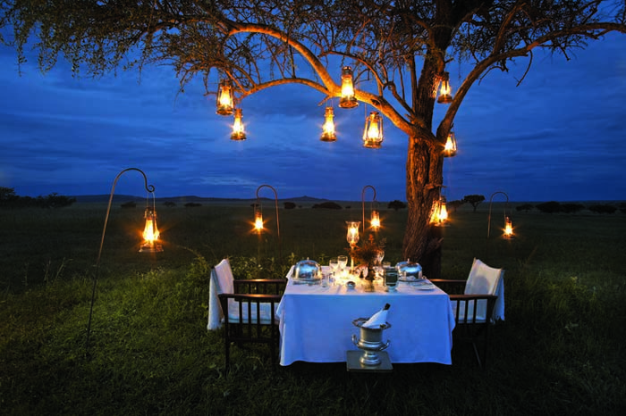 Romantic outdoor dinner in Africa - Bench International